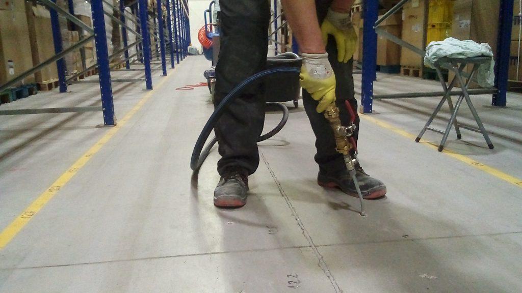 Iniekcja ciśnieniowa posadzki wzdłuż krawędzi dylatacji