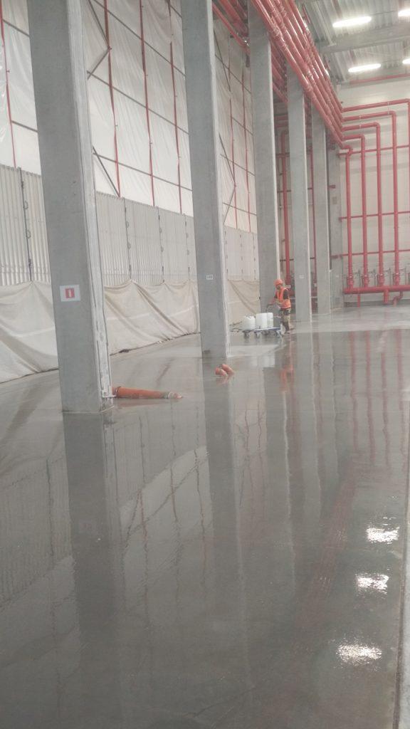 efekt impregnacji posadzki betonowej preparatem krzemianowym