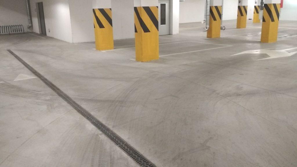 usługa czyszczenia posadzki na parkingu podziemnym